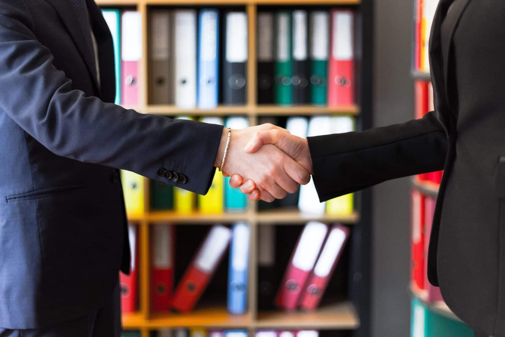 5 Tips to Convert Leads Through Emails handshake